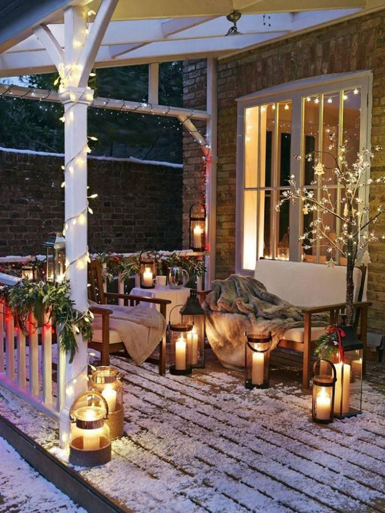 26 Best Christmas Porch Decoration Ideas that can help in making your front porch looks good